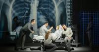 Plongée dans Koma en création française à l'Opéra de Dijon : Épisode 1, lumière et ténèbres