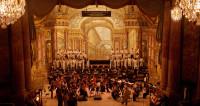 Gardiner grave un Cellini rehaussé d'or à Versailles