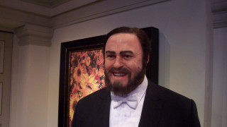 Luciano Pavarotti chante Vesti la giubba extrait de Paillasse
