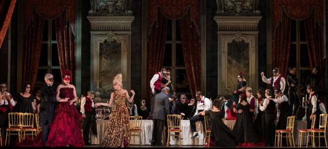 À Toulouse, une Traviata en rose et noir