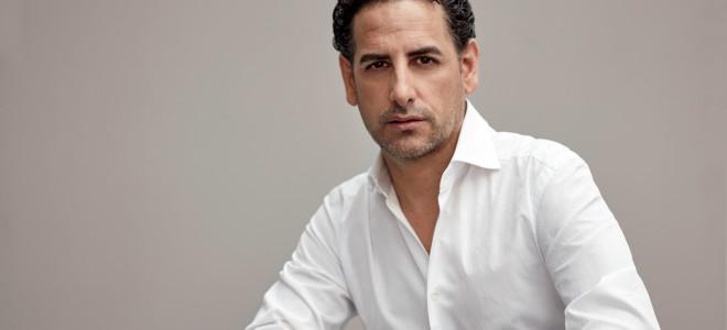 Juan Diego Flórez prend le Chevalier Des Grieux pour Manon au Théâtre des Champs-Élysées