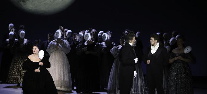 Eugène Onéguine en noir et blanc à l'Opéra de Toulon