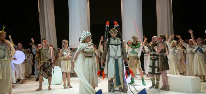 La Belle Hélène se fend la poire au sabre laser à l'Opéra des Landes