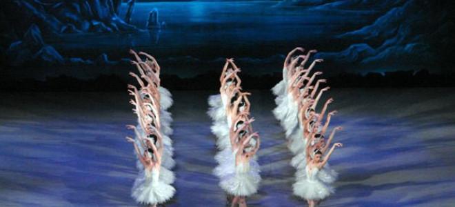 De derrière le rideau : Le lac des cygnes