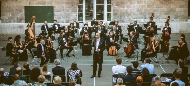 La Cour d'un Lycée devient un Opéra le temps d'un soir