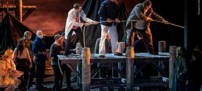 Un sombre Peter Grimes illumine le renouveau de l'Opéra d'Avignon