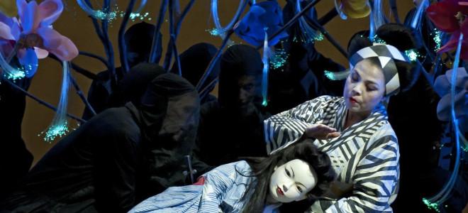 Madame Butterfly joue des marionnettes à La Monnaie