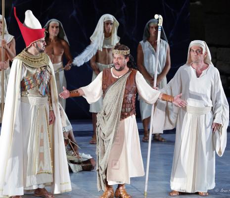 Marcello Alvarez, Nicolas Courjal et José Antonio Garcia dans Aida par Paul-Émile Fourny
