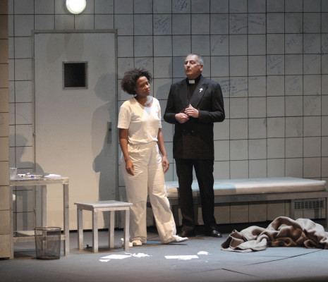 Adina Aaron et Francis Dudziak dans Le dernier jour d'un condamné à Marseille