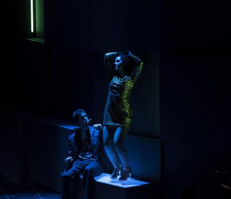 Juan de Dios Mateos (Le Soldat) et Jeanne Ireland (La Femme de Chambre) - La Ronde par Christiane Lutz