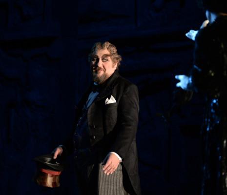 Alberto Mastromarino - Adriana Lecouvreur par Davide Livermore