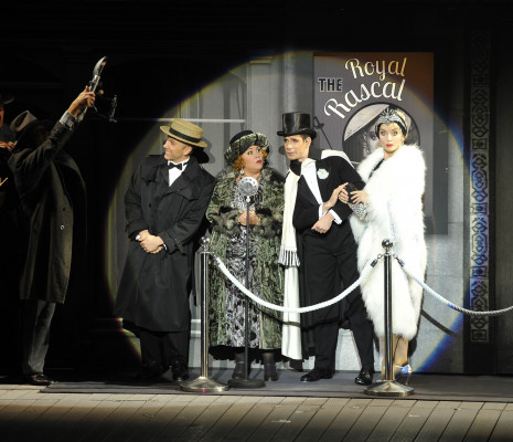 Daniel Crossley, Dan Burton, Monique Young et Emma Kate Nelson - Singin' in the Rain par Robert Carsen