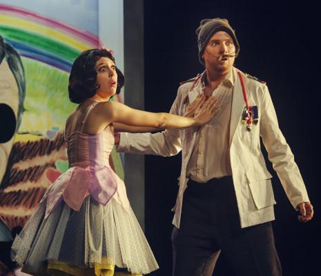 Inès Berlet et Mathieu Justine dans Un Barbier