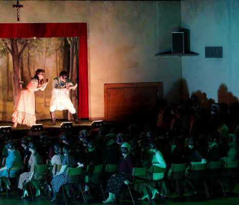 Simona Mihai (Nedda), Tansel Akzeybek (Peppe), Chœur de la Monnaie - Paillasse par Damiano Michieletto