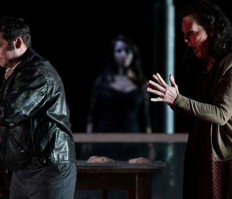 Teodor Ilincai (Turiddu), José Maria Lo Monaco (Lola), Eva-Maria Westbroek (Santuzza) - Cavalleria Rusticana par Damiano Michieletto