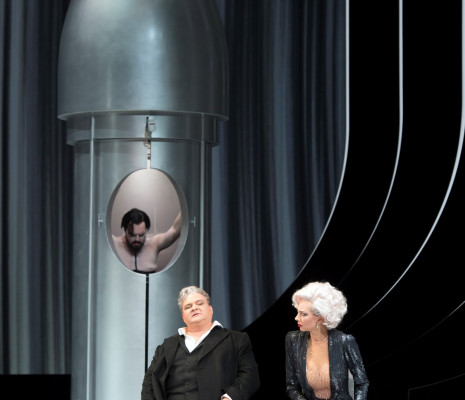 Thomas Johannes Mayer (Jochanaan), Gerhard Siegel (Hérode) et Marina Prudenskaya (Hérodias) - Salomé par Hans Neuenfels