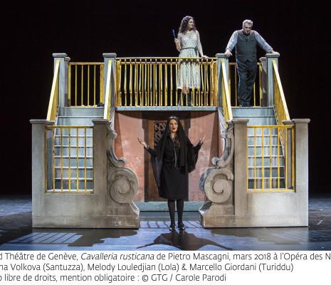 Oksana Volkova (Santuzza), Melody Louledjian (Lola) et Marcello Giordani (Turiddu) - Cavalleria rusticana par Emma Dante
