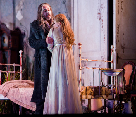 Simon Orfila et Salome Jicia dans La Dame du Lac