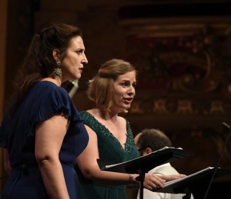 Chantal Santon et Eugénie Lefèbvre dans Issé