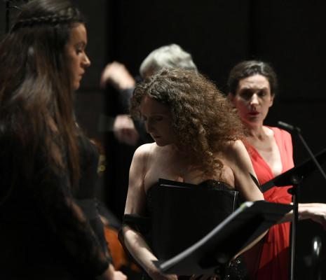 Nora Gubisch et Véronique Gens dans Kassya