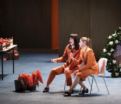 Pauline Texier et Fleur Barron dans Barkouf