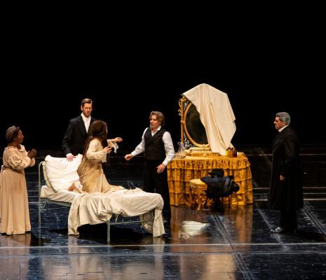 Cornelia Oncioiu (Annina), Aleksandra Kurzak (Violetta), Luc Bertin-Hugault (Dottore Grenvil), Roberto Alagna (Alfredo Germont), Luca Salsi (Giorgio Germont) - La Traviata par Benoît Jacquot