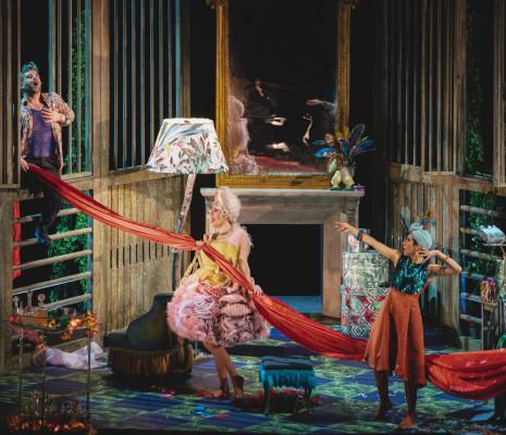 Matteo Mezzaro, Francesca Benitez et Marina Ogii - Un mari à la porte par Luigi de Gangi et Ugo Giacomazzi