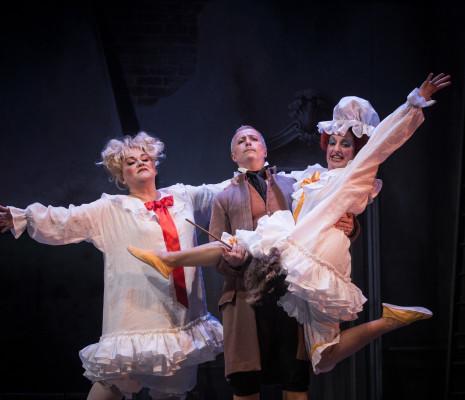 Anna Steiger (Tisbé), Marc Scoffoni (Dandini), Jeannette Fischer (Clorinda)