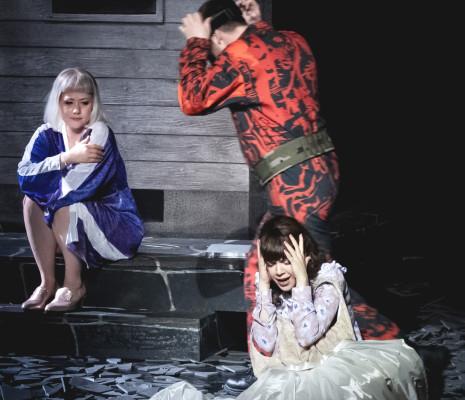Jussi Myllys, Lenneke Ruiten et Josefin Feiler dans Der Freischütz