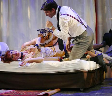 Laurence Janot & Grégory Benchenafi - Irma la Douce par Jacques Duparc