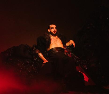 Damien Pass dans Samstag aus Licht