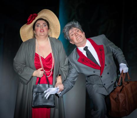 Julie Pasturaud et João Fernandes dans La Fille du régiment