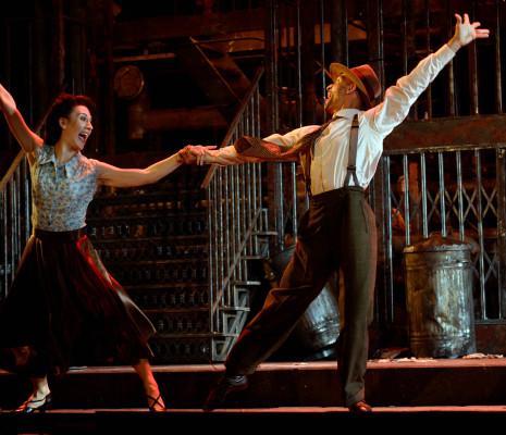Lucy Schaufer & Alan Burkitt - Street Scene par John Fulljames
