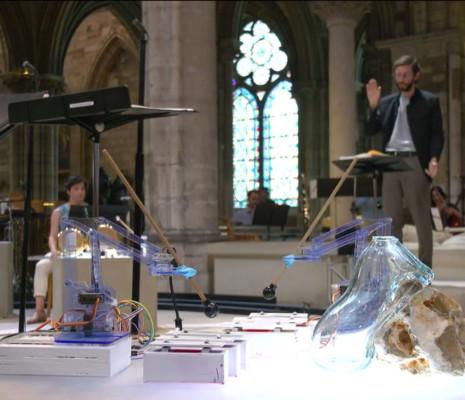 Automates jouant des percussion au Festival de Saint-Denis