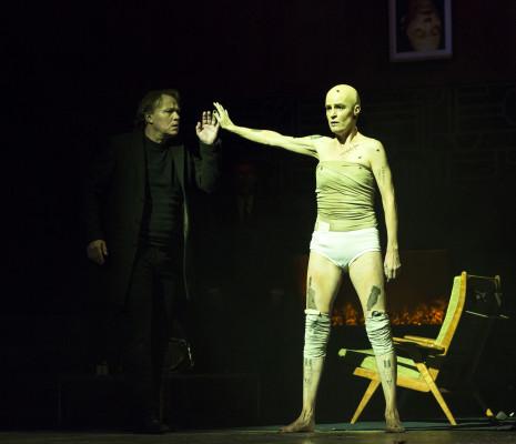 Rachel Harnisch et Ales Briscein dans L'Affaire Markopoulos