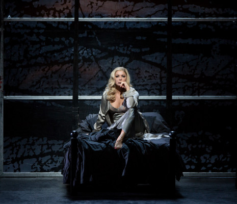 Anna Netrebko - Lady Macbeth par Adrian Noble