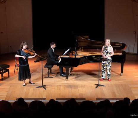 Hélène Maréchaux, Romain Louveau & Elsa Dreisig