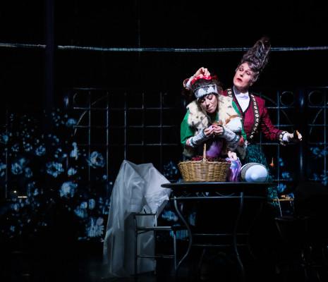 Helena Rasker et Lauren Snouffer dans La Reine des neiges par James Bonas et Grégoire Pont
