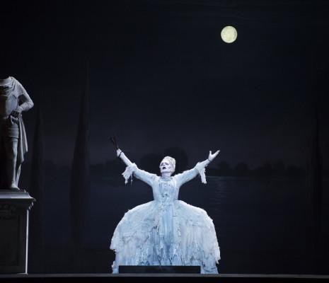 Doris Soffel dans les Contes d'Hoffmann