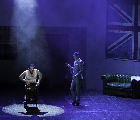 Maxime de Toledo et Sinan Bertrand dans Sweeney Todd