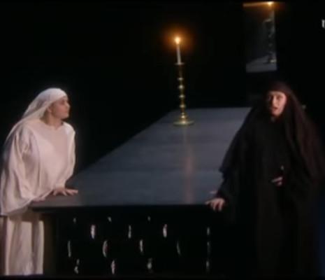 Agnes Selma Weiland et Magdalena Anna Hofmann dans Sancta Susanna par John Fulljames