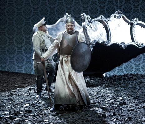 Alexey Tikhomirov dans Le Coq d'Or par Laurent Pelly