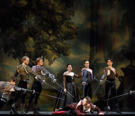 Peggy Kriha Dye (centre), Stephen Hegedus (devant) et les Artistes de l'Atelier Ballet