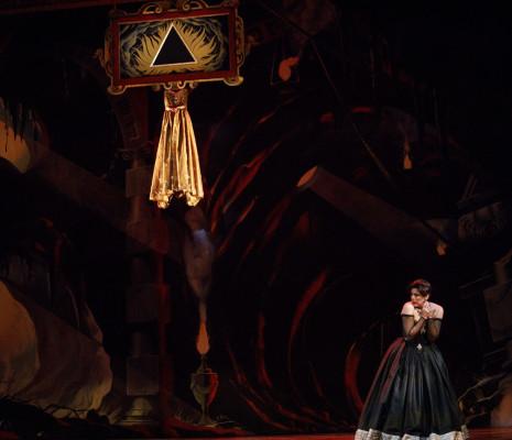 Peggy Kriha-Dye dans Médée Opéra Atelier
