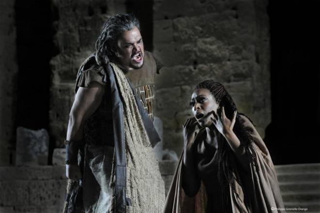 Quinn Kelsey et Elena O'Connor dans Aida par Paul-Émile Fourny