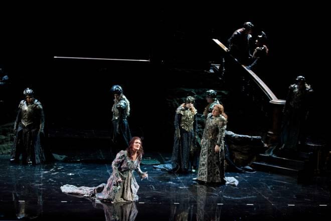 Daniela Sindram (Sieglinde), Anna Smirnova (Brünnhilde) - La Walkyrie par Nicolas Joël
