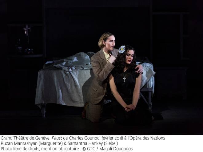 Ruzan Mantashyan (Marguerite) et Samantha Hankey (Siebel) - Faust par Georges Lavaudant