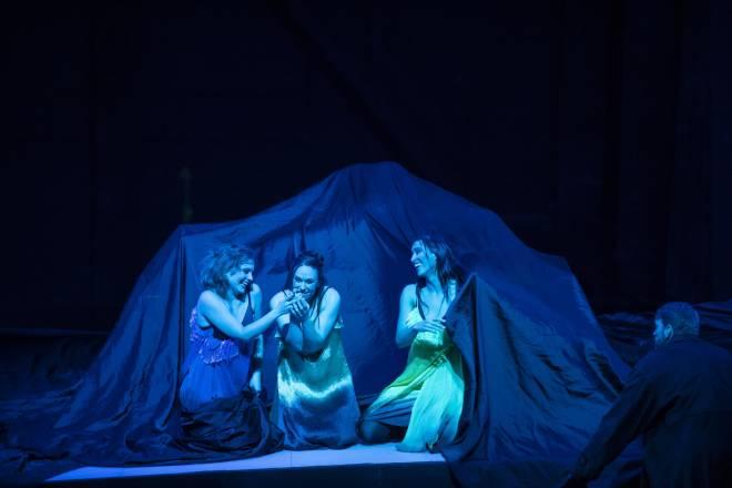 Polina Pasztircsák, Carine Séchaye et Ahlima Mhamdi - Le Crépuscule des dieux par Dieter Dorn