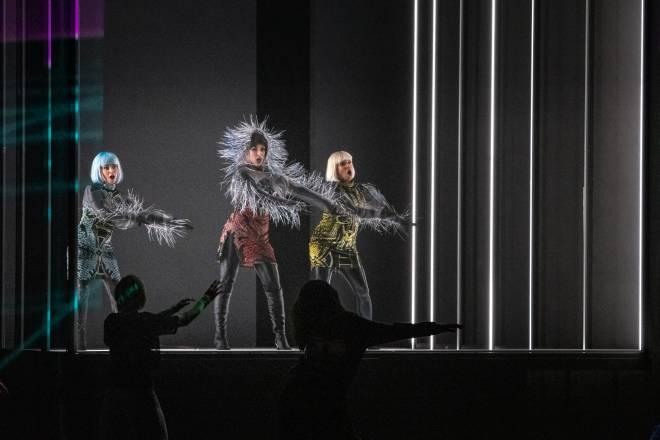 Yete Queiroz, Antoinette Dennefeld, Norma Nahoun - Carmen par Florentine Klepper
