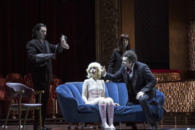 Gabor Bretz, Patricia Petibon, Michèle Losier & Eric Cutler - Les Contes d'Hoffmann par Krzysztof Warlikowski